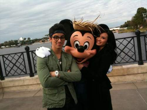 Demi Lovato Joe Jonas 1 Demi Lovato und Joe Jonas im Disneyworld!