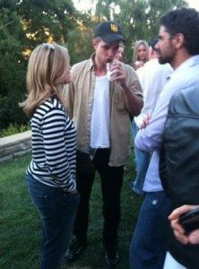 Robert Pattinson John Stamos Robert Pattinson macht ohne Kristen Stewart Party in L.A.!
