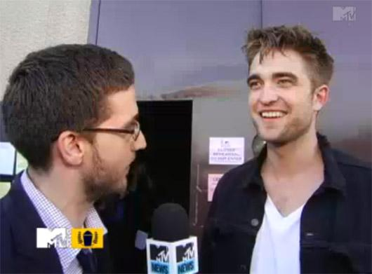 Robert Pattinson MTV Movie Awards Interview