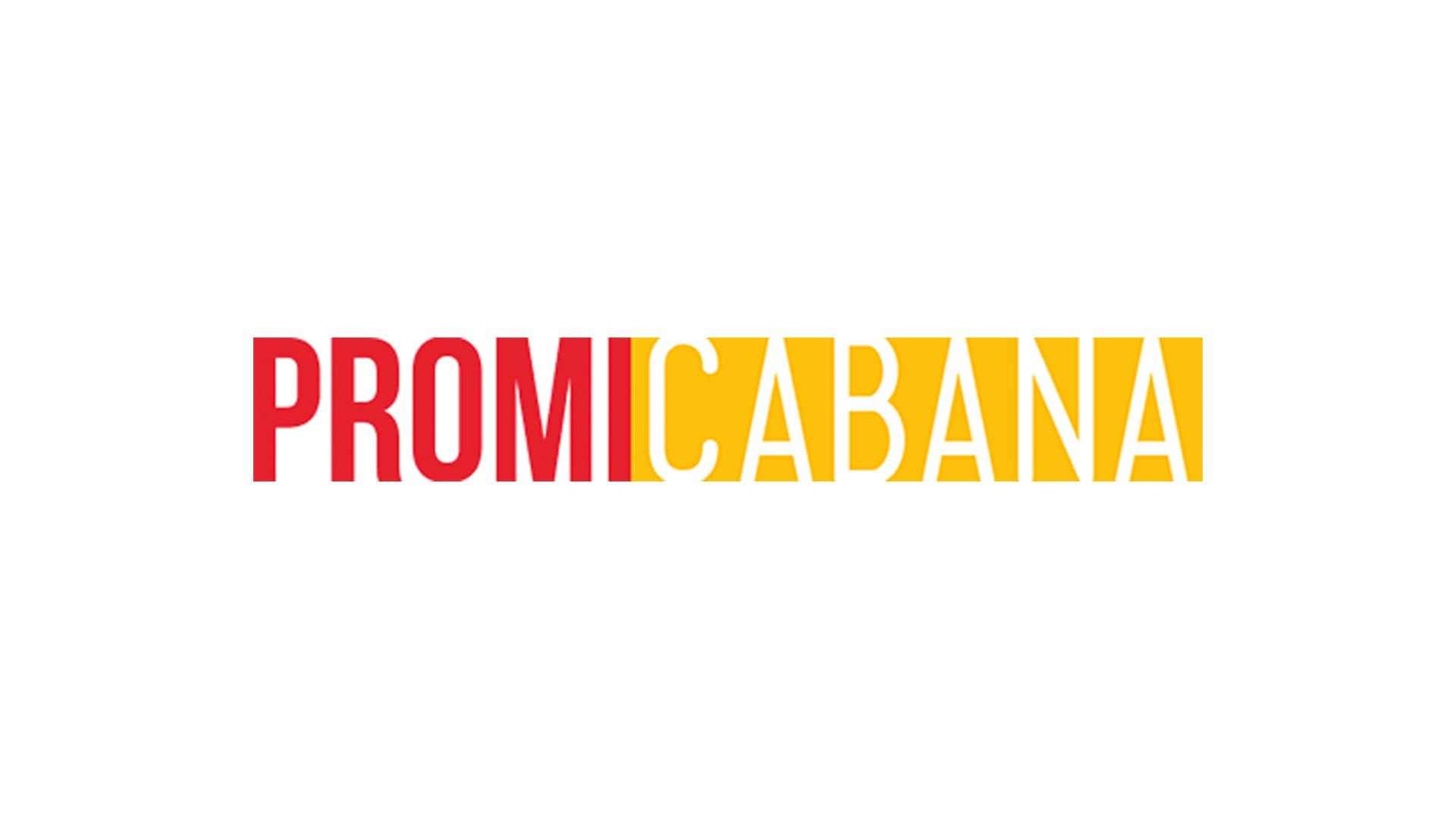 Robert Pattinson lacht Access Hollywood