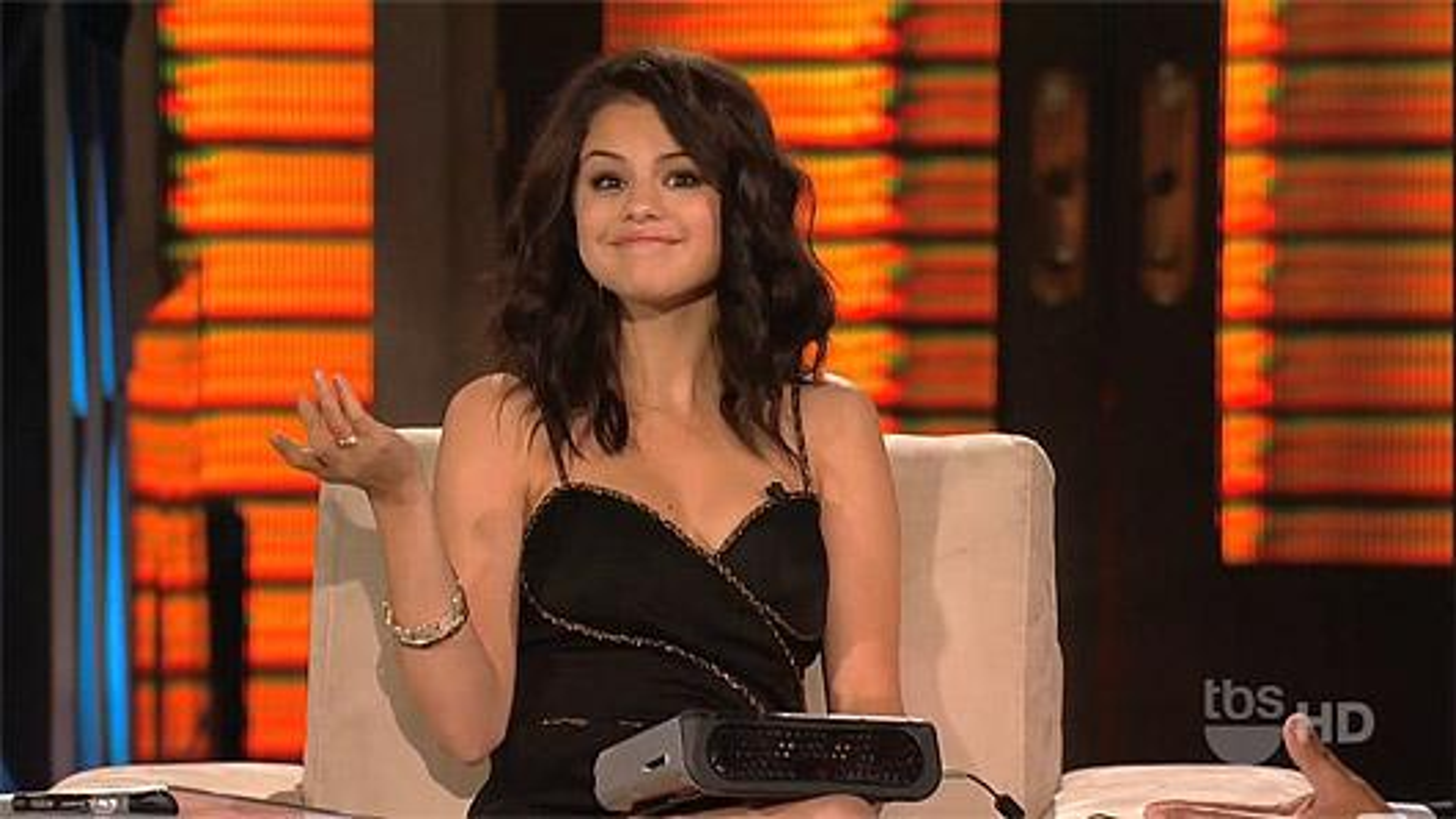 Selena-Gomez-Lopez-Tonight
