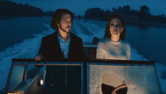 Angelina Jolie Johnny Depp Boot Angelina Jolie und Johnny Depp im neuen The Tourist TV Spot!