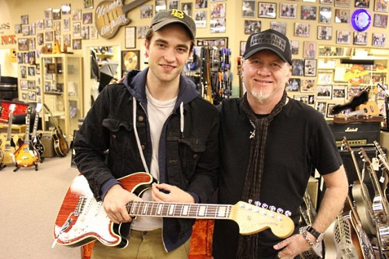 Robert-Pattinson-Gitarre-Normans
