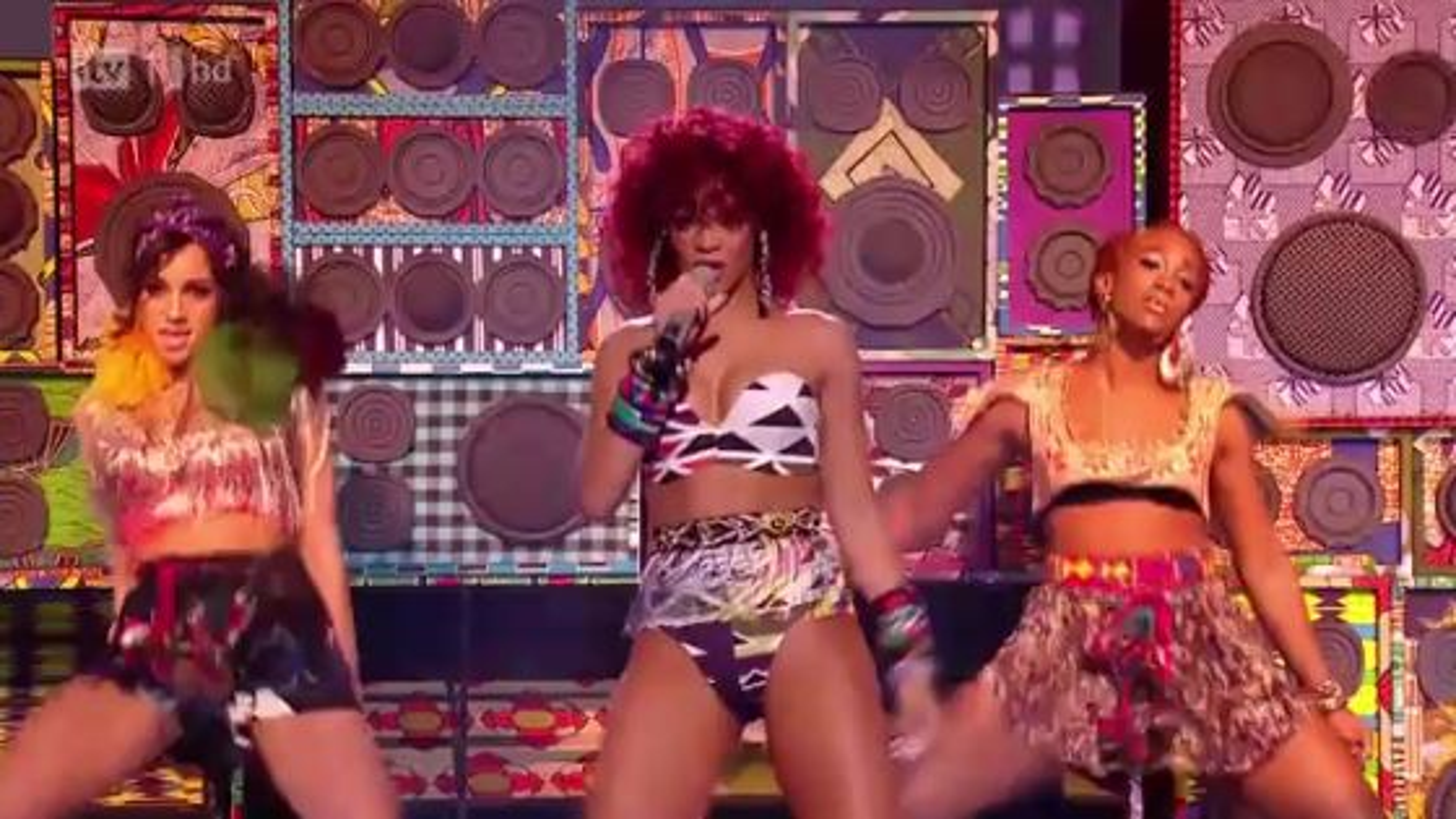 Rihanna-X-Factor-Finale