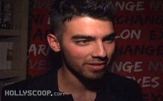 Joe Jonas Nylon Mila Kunis Joe Jonas: Blackout auf Promiparty – Mila Kunis wer?