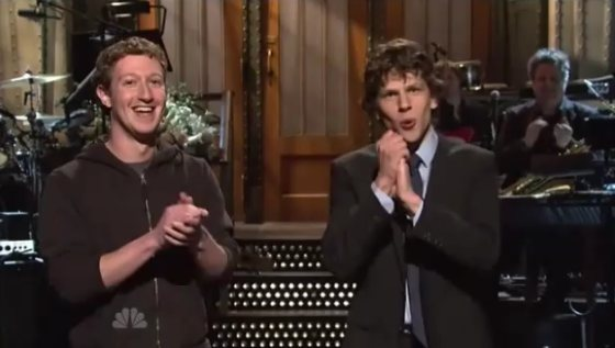 Mark Zuckerberg Jesse Eisenberg SNL Mark Zuckerberg und Jesse Eisenberg bei Saturday Night Live!