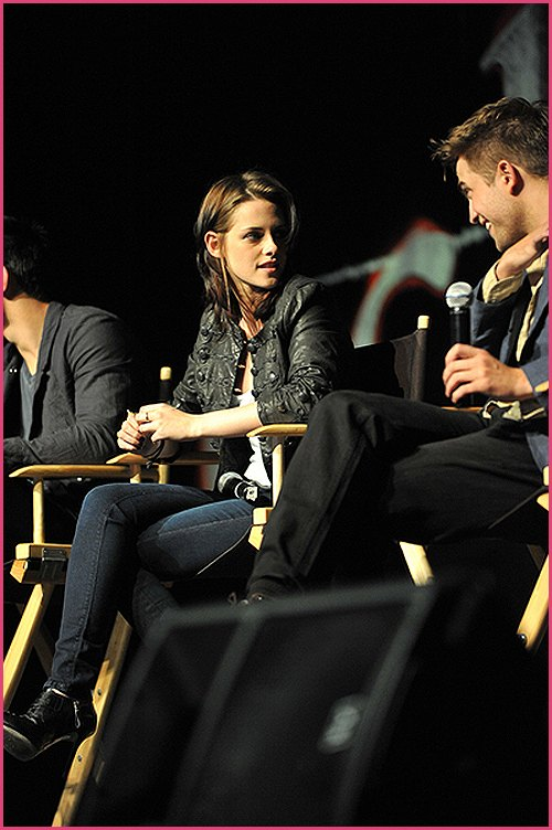 Robert-Pattinson-Kristen-Stewart-Convention-2010