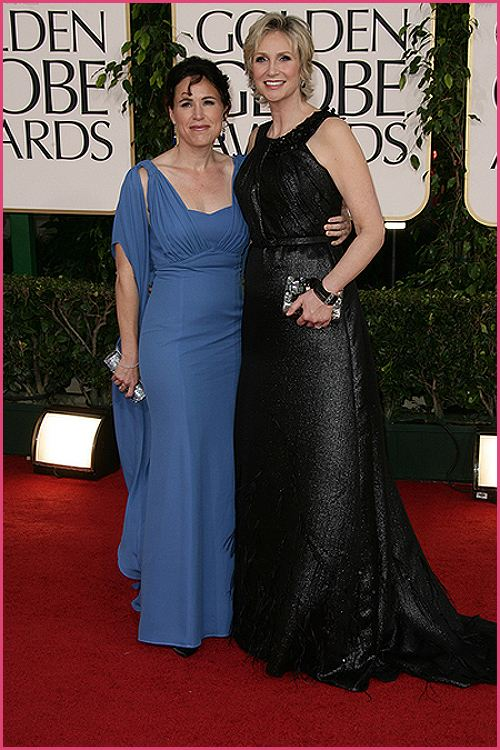 jane lynch golden globes 2011 Golden Globes 2011: Welches Kleid war am schönsten?