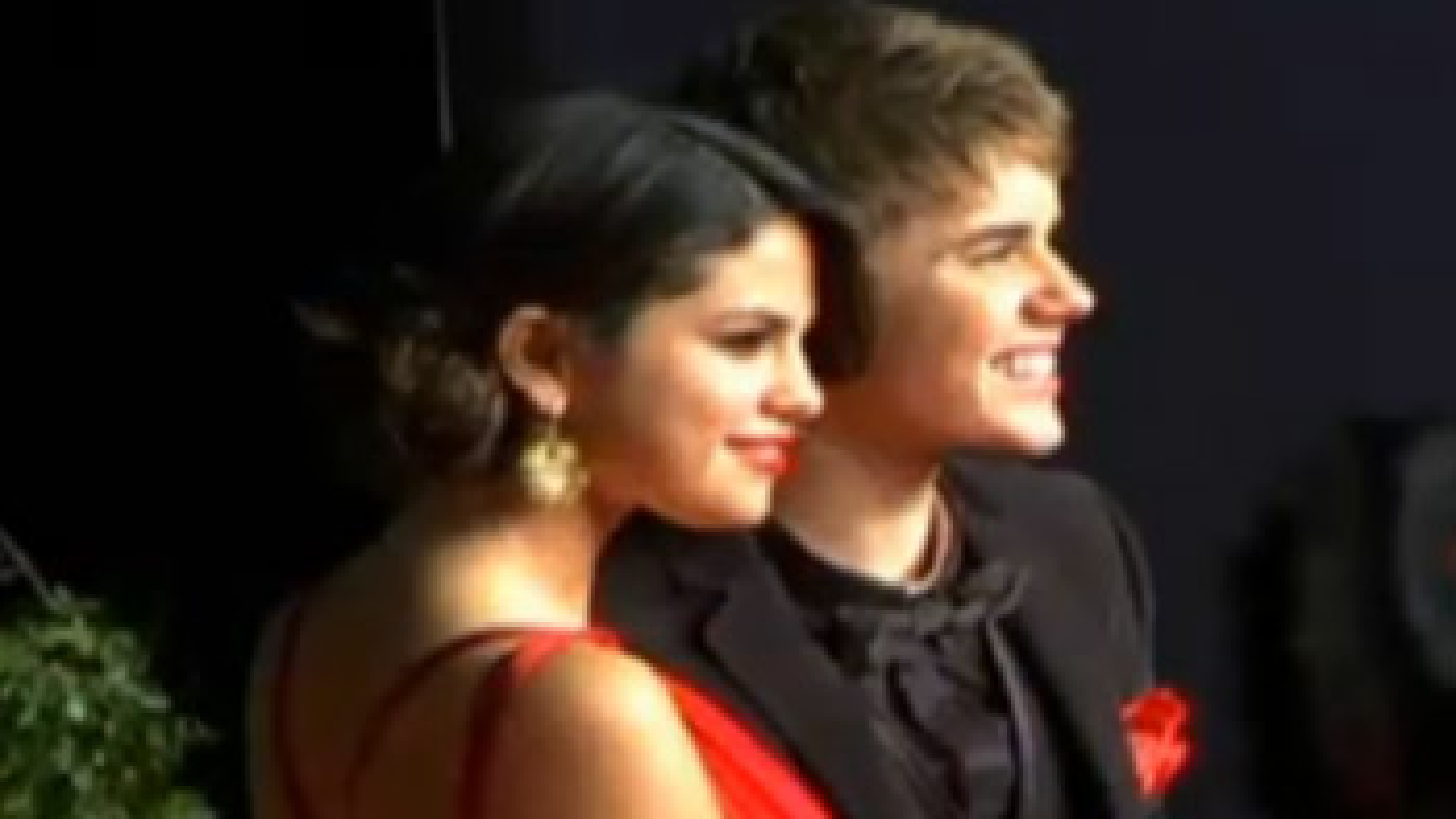Justin-Bieber-Selena-Gomez-Oscars_slider