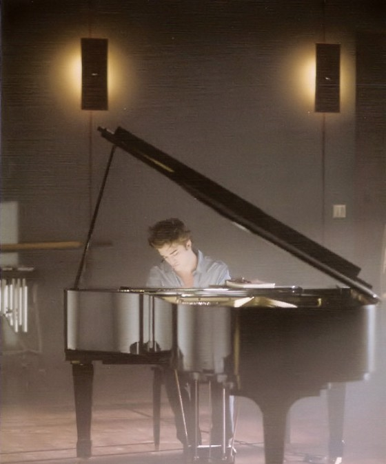 Robert Pattinson Piano Twilight