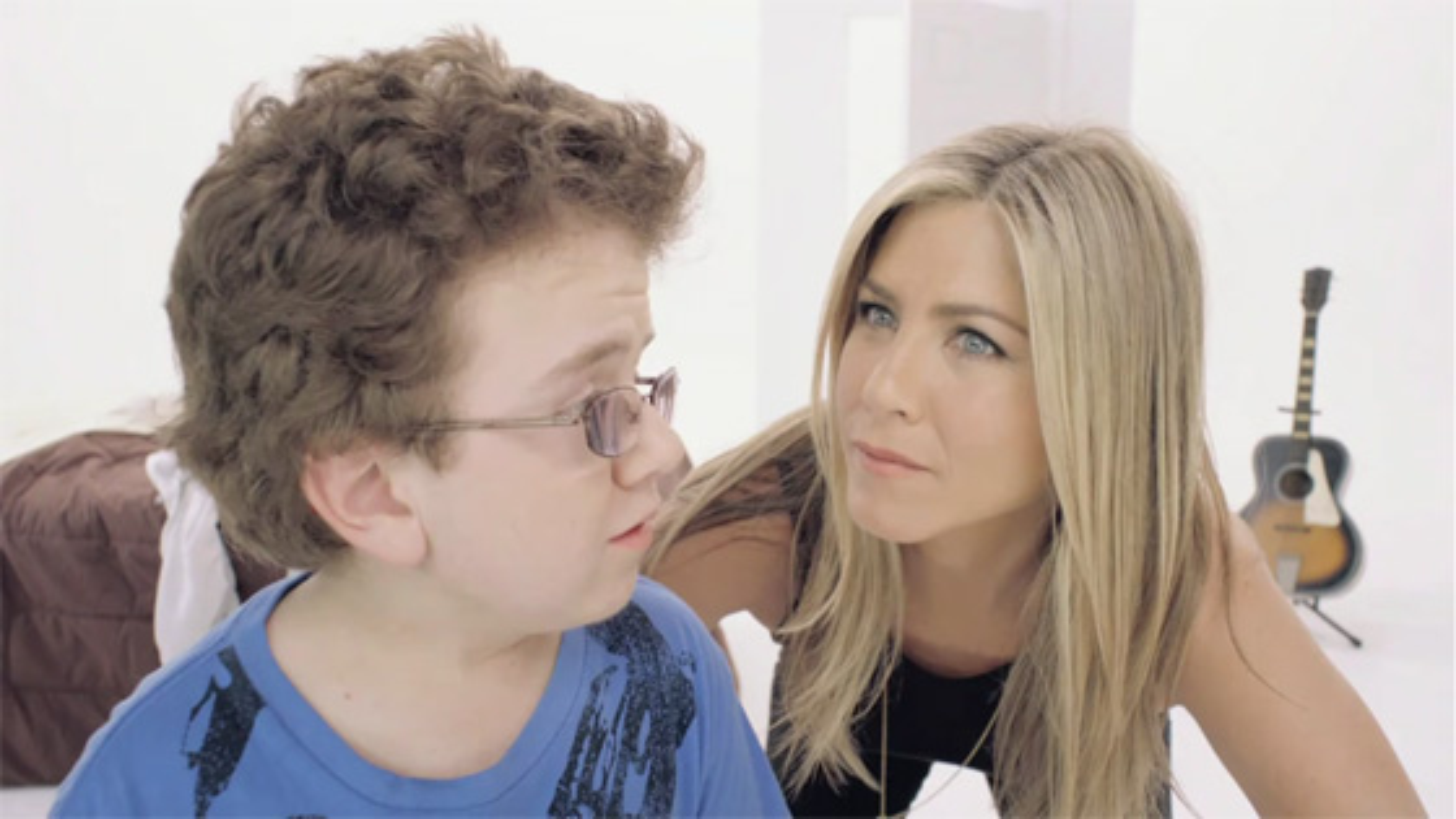 Jennifer-Aniston-Smart-Water-2011