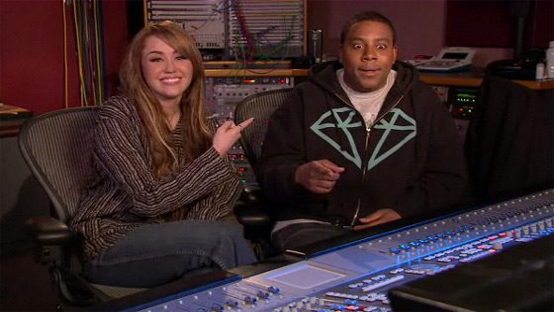 Miley-Cyrus-SNL-Promo