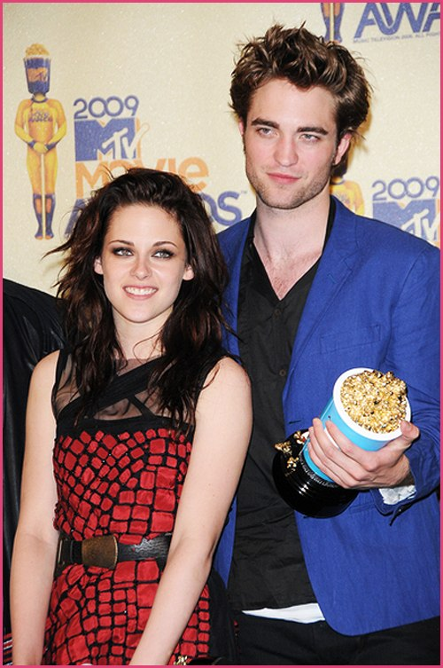 Robert-Pattinson-Kristen-Stewart-Movie-Awards1