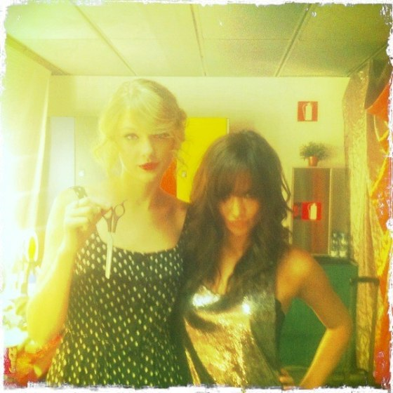 Taylor-Swift-Liz-Backstage