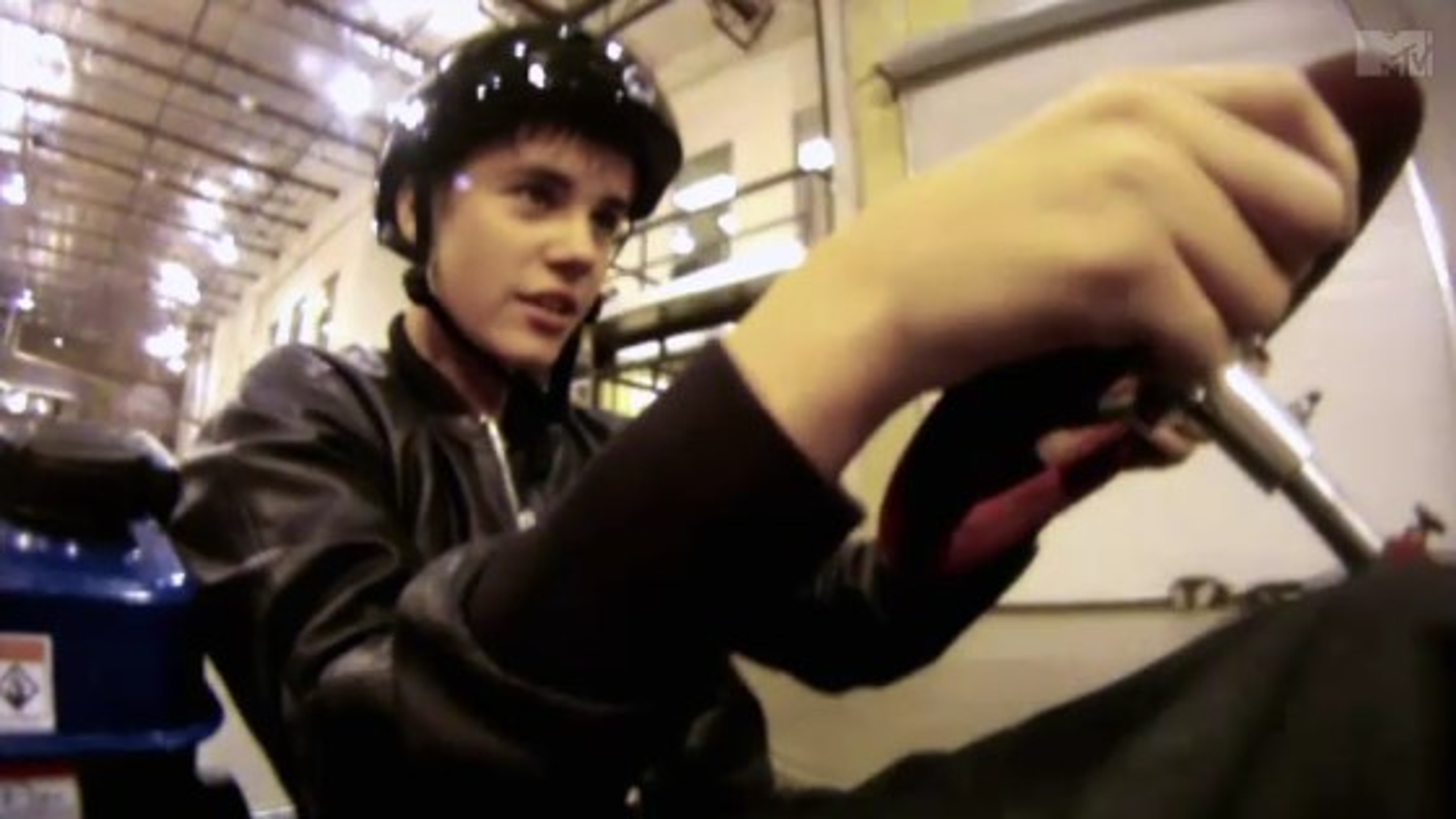 Justin-Bieber-GoKart-MTV