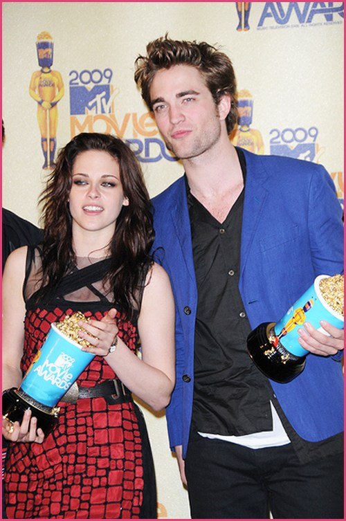 Robert-Pattinson-Kristen-Stewart-Movie-Awards-2009