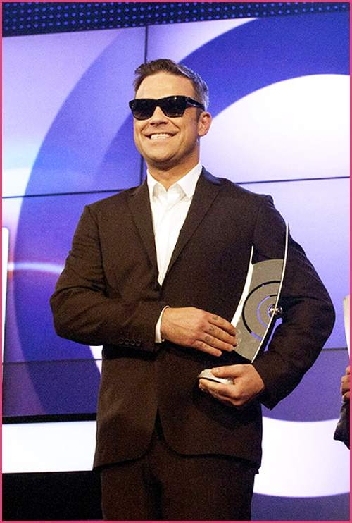 Robbie Williams Echo 2011 Robbie Williams zieht vor X Factor Kandidaten blank!