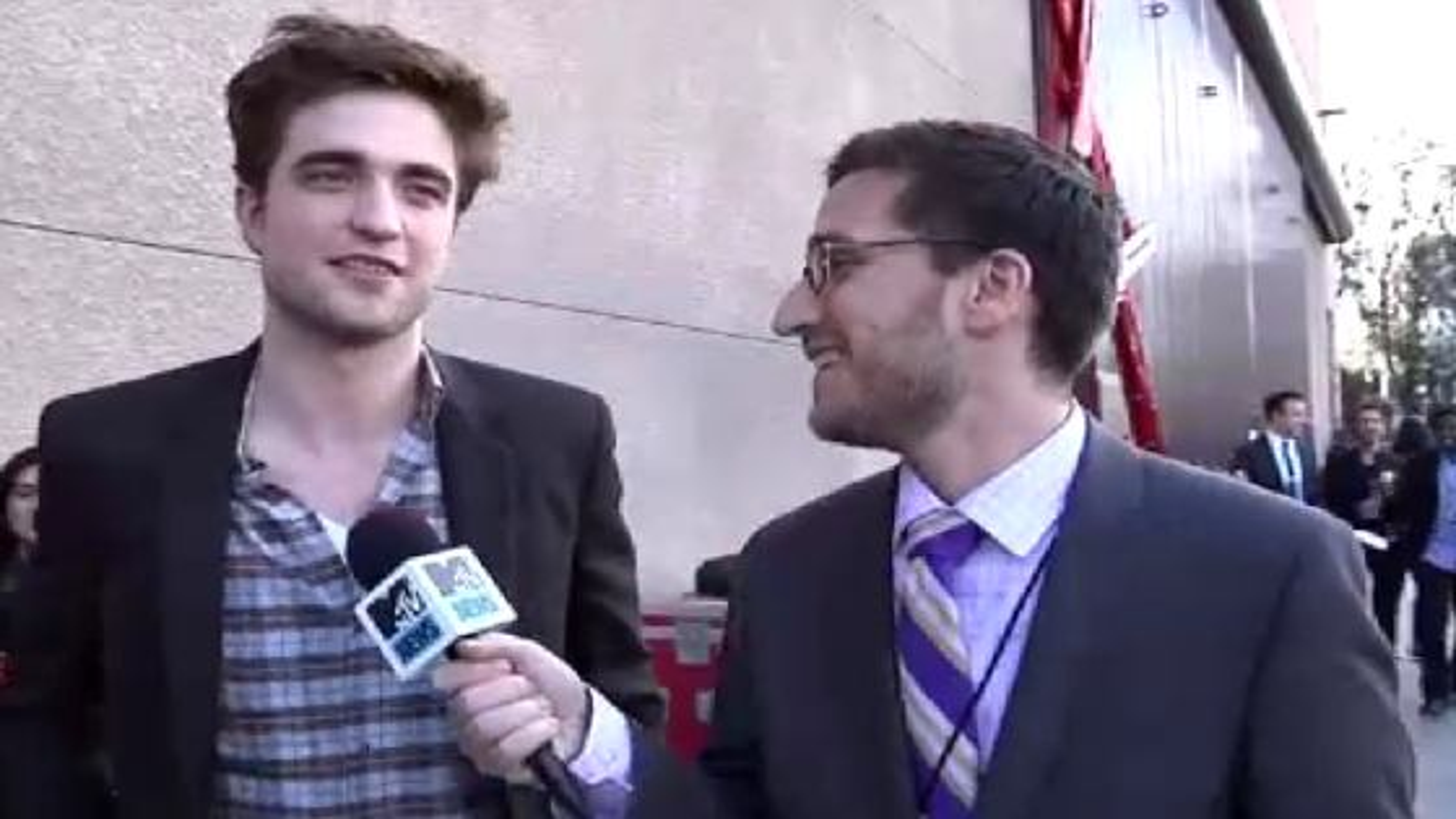 Robert-Pattinson-Backstage-MTV-Movie-Awards-2011