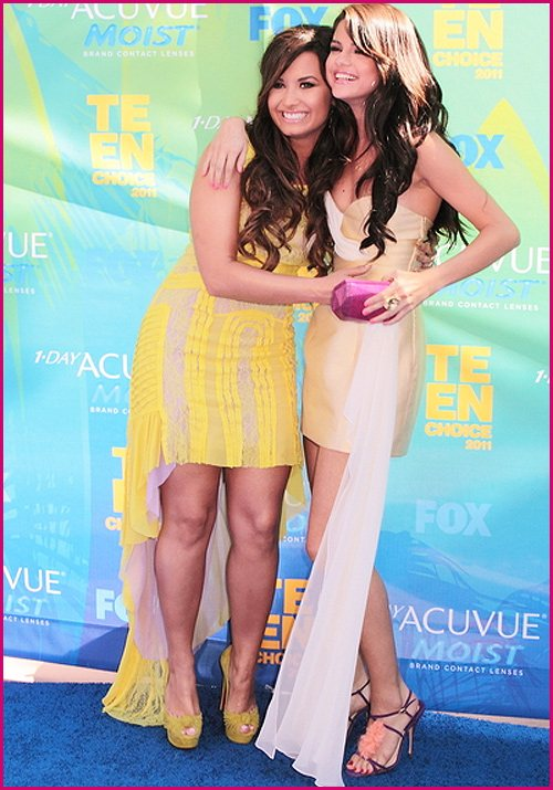 Demi-Lovato-Selena-Gomez-Teen-Choice-Awards-2011