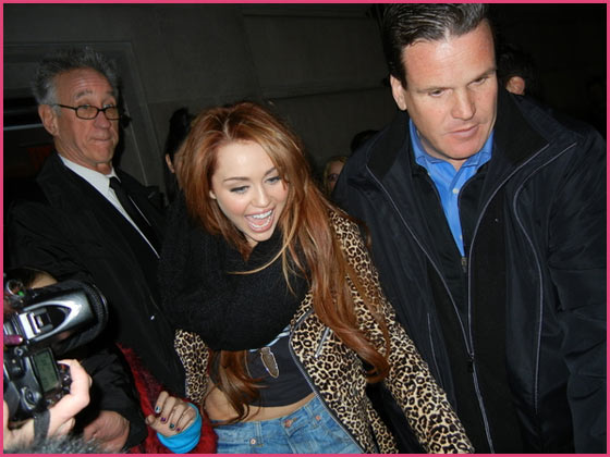Miley Cyrus After Saturday Night Live 2011 Miley Cyrus wettert gegen Paparazzi und Presse!