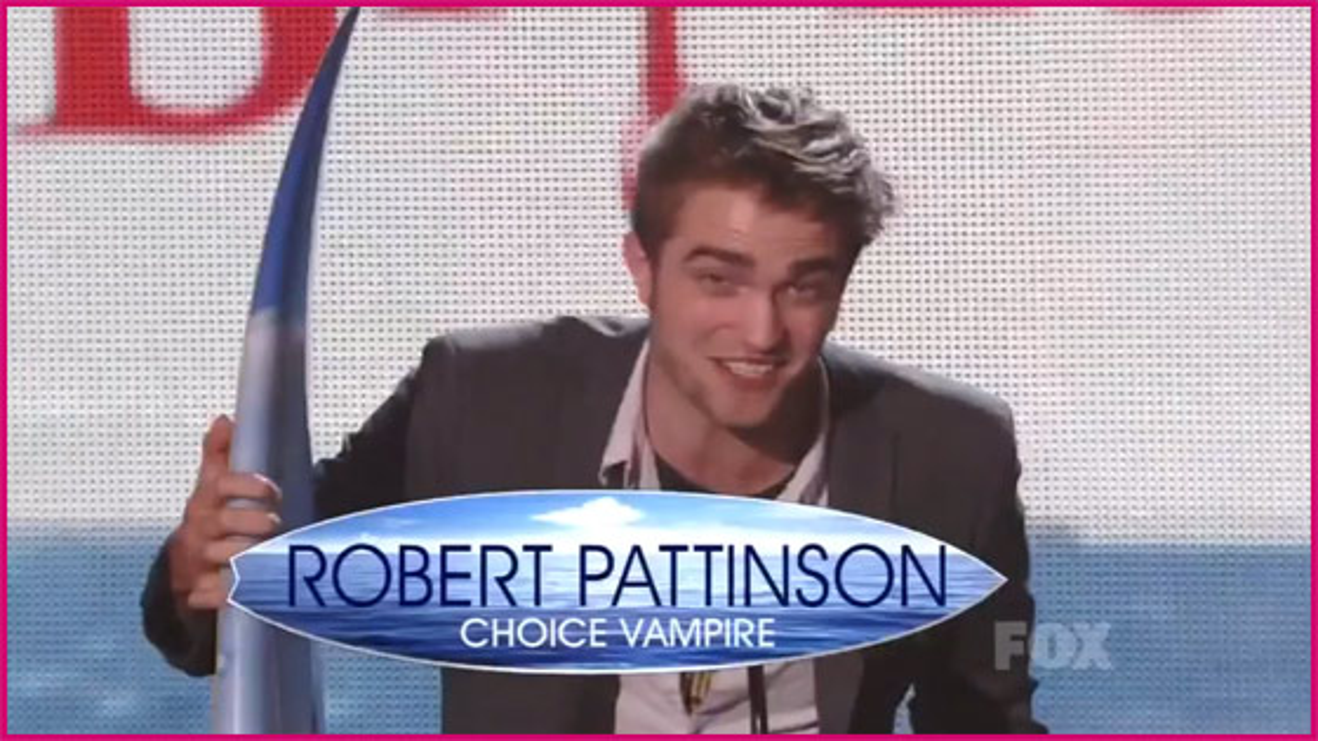 Robert-Pattinson-Teen-Choice-Awards-2011-Choice-Vampire