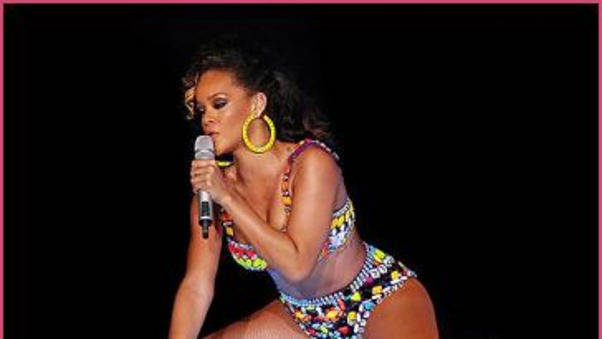Rihanna-Liverpool-2011-4