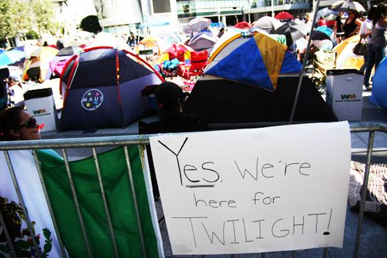Twilight-Eclipse-Premiere-Tent-City-2010