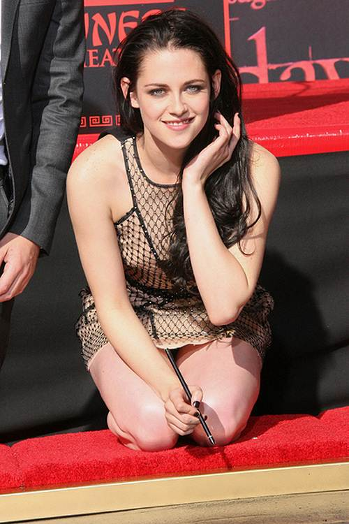Kristen-Stewart-Footprint-Ceremony-3