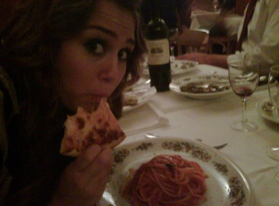 Miley-Cyrus-Pizza-Pasta-Twitter