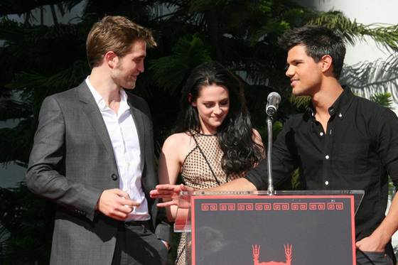 Robert Pattinson Kristen Stewart Taylor Lautner Footprint Ceremony 6 Robert Pattinson wechselt Handynummer, Liberty Ross will die Scheidung