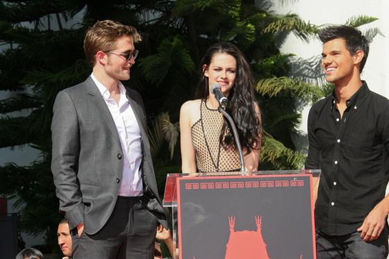 Robert Pattinson Kristen Stewart Taylor Lautner Footprint Ceremony 7 Kristen Stewart bibbert vor Robert Pattinsons TV Interviews