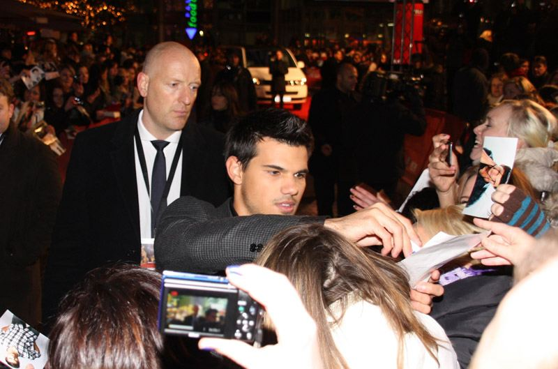 Taylor-Lautner-Breaking-Dawn-Premiere-Berlin-1