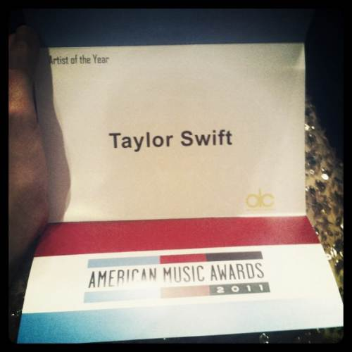 Taylor-Swift-American-Music-Awards-2011-Umschlag