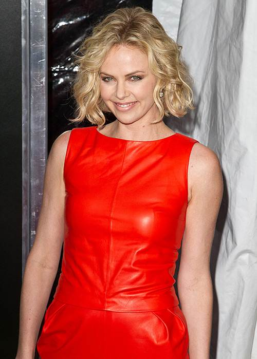 Charlize-Theron-Young-Adult-Premiere-New-York-2