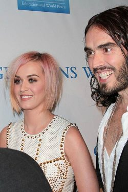 Katy Perry Russell Brand Change Begins Within 4 250x375 Katy Perry entfollowt Russell Brand bei Twitter