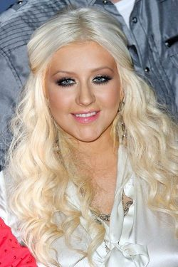 Christina Aguilera The Voice 2010 250x375 Christina Aguilera: Diva am Set von The Voice?