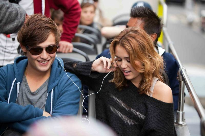 LOL-Miley-Cyrus-Douglas-Booth-Still
