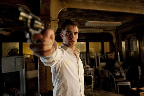 Robert Pattinson Cosmopolis Pistole HQ Robert Pattinson war ein Sonnenschein am Cosmopolis Set