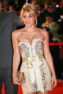 Shakira NRJ Music Awards 2012 6 250x375