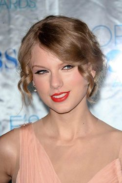 Taylor-Swift-Peoples-Choice-Awards-2011-250x375