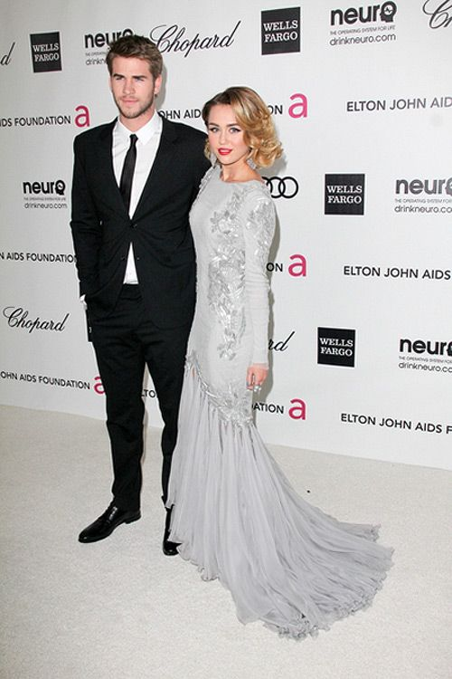 Miley Cyrus Liam Hemsworth Elton John Oscar Party 2 Miley Cyrus & Liam Hemsworth offiziell verlobt!