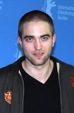 Robert Pattinson Bel Ami Photocall Berlin 250x379 Robert Pattinson: Bel Ami Photocall Berlin