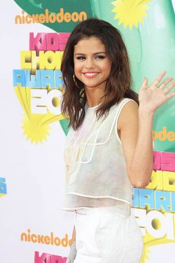 Selena Gomez Kids Choice Awards 2011 250x375