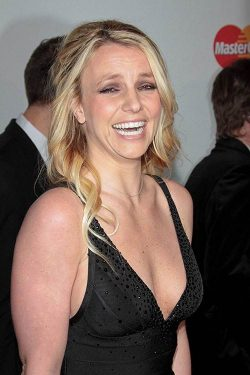Britney Spears Grammy Party 2012 250x375 Britney Spears als X Factor Jurorin bestätigt