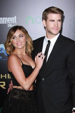 Miley Cyrus Liam Hemsworth Hunger Games Premiere LA 1 250x375 Liam Hemsworth mit Miley Cyrus: The Hunger Games Premiere