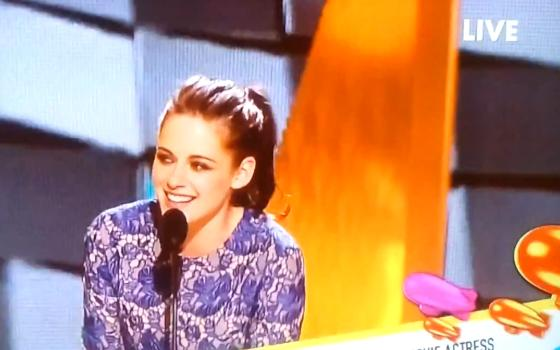 Kristen-Stewart-Kids-Choice-Awards-2012-Screen