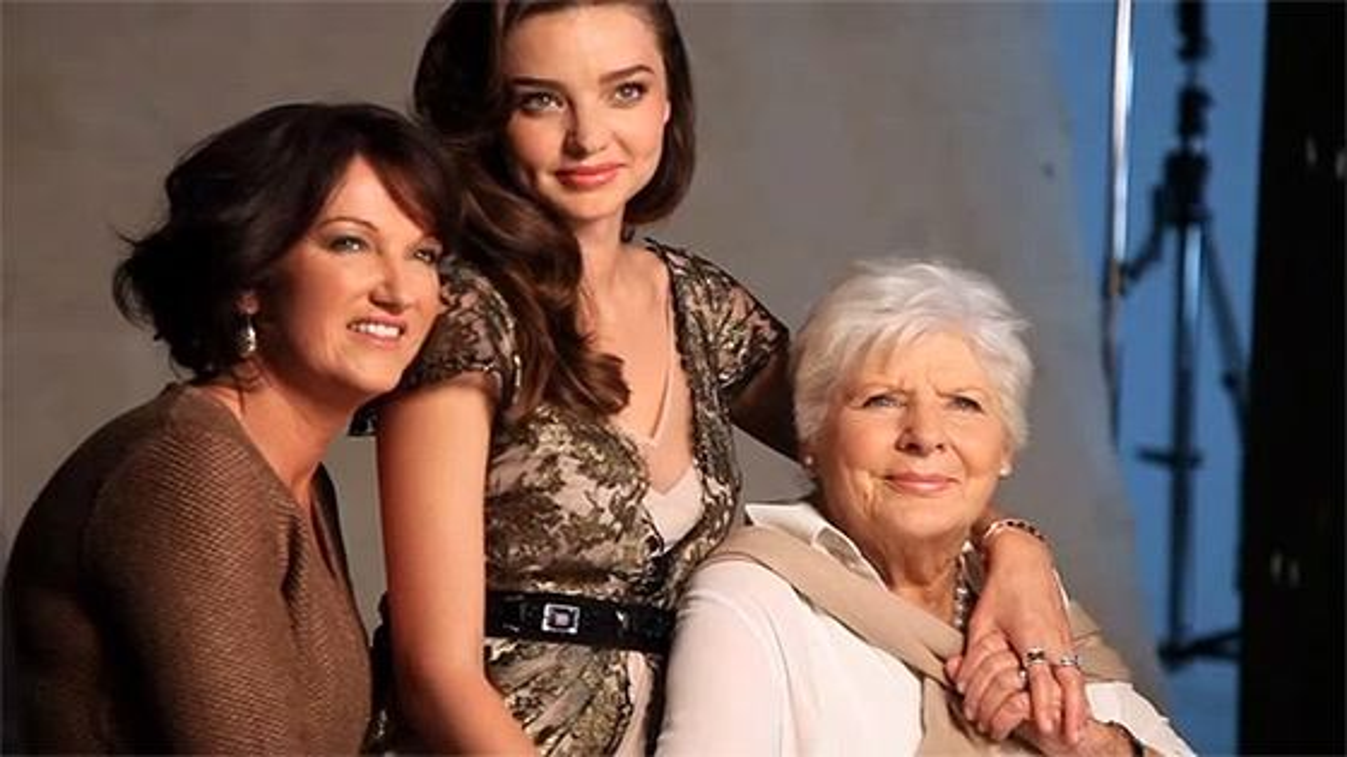 Miranda-Kerr-Photoshooting-Mama-Oma