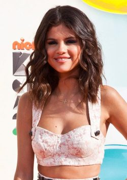 Selena-Gomez-Kids-Choice-Awards-2012-5-250x353