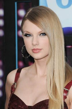 Taylor Swift CMT Awards 2010 250x377 Taylor Swift dreifach für CMT Awards 2012 nominiert!