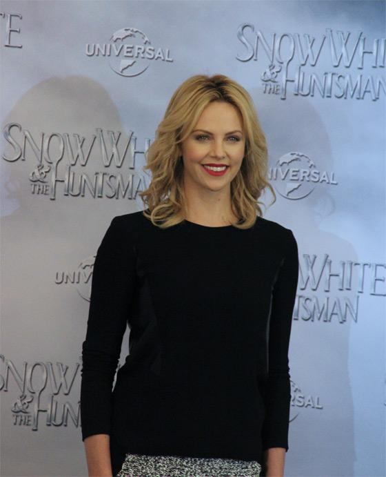 Charlize-Theron-Snow-White-Fan-Event-Berlin-3
